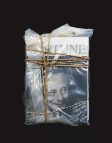 "Wrapped Magazines (For Reinhold Würth) / Riviste impacchettate (Per Reinhold Würth) 2000 ""Fortune"" magazines, plastic and ropes / Riviste ""Fortune"", plastica e corda  Würth Collection / Collezione Würth, Inv. 7510, © 2011 Christo - CLIC X INGRANDIRE"