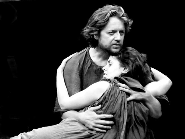 Giorgio Albertazzi in GIULIO CESARE, regia di Daniele Salvo - Gianluigi Fogacci , Bruto - Melania Giglio, Portia