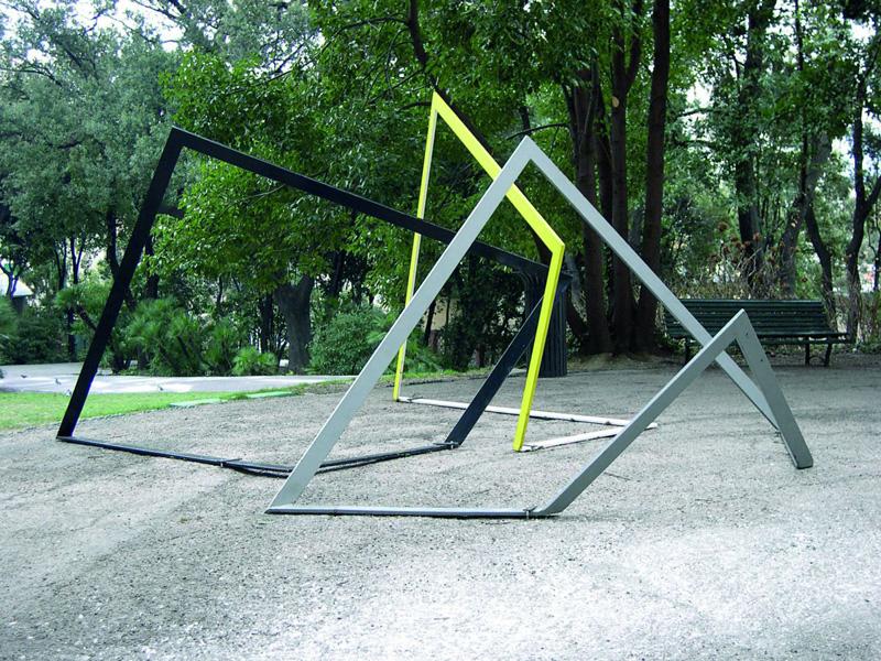Grazia Varisco, Gnom- one, two, three, 1984,Metallo verniciato, lato di ogni elemento 270 cm,Installazione al Museo d'Arte Contemporanea - Villa Croce, Genova
