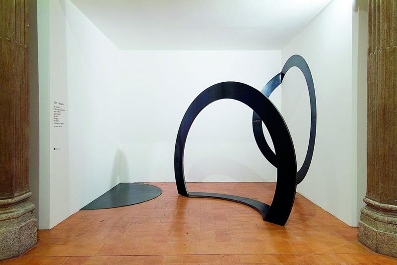Grazia Varisco, Oh!, 1996, Ferro scatolato e piegato, 225 x 300 x 75 cm