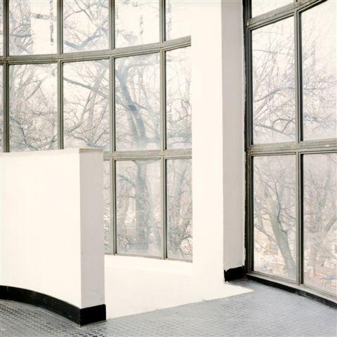 Barbara Bartolone, Dalla serie _Finestre 01_, Milano, 2000, negativo a colori 6X6 cm