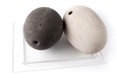 Lucio Fontana, Concetto spaziale (due uova), 1960-65, cm 21 x 29 e cm 20,5 x 26, terracotta, Donazione Gian Ferrari, Museo del Novecento