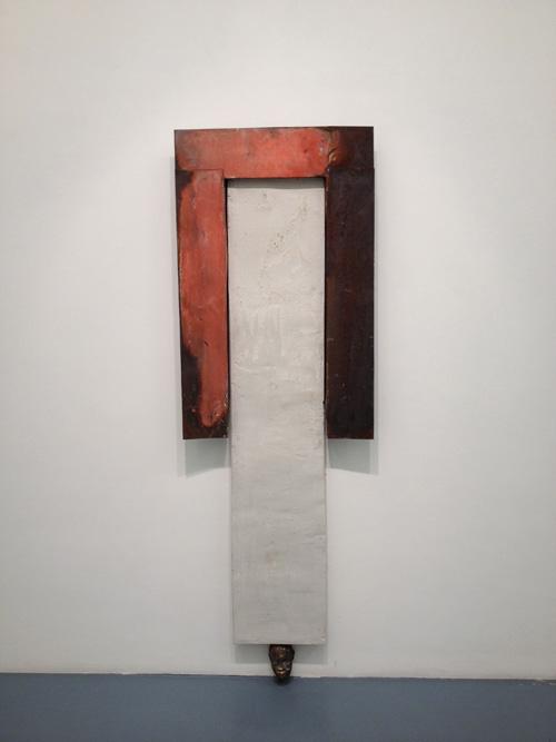 Alessandro Bergonzoni Fabbri Contemporary Art Milano, ATLANTIDEO, 2012, LAMIERA,CEMENTO E TESTA IN GESSO -73 x 217 x 12 cm