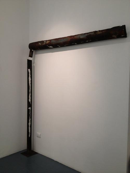 Alessandro Bergonzoni, SCRITTURA PIOVANA, 2012, LAMIERA, CARTA E FERRO - 198 X 233 X 16
