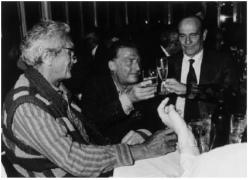 Emilio Tadini, La lunga notte, 1987 - Ottavio Missoni e Giorgio Bocca con Tadini brindano per l'uscita del romanzo