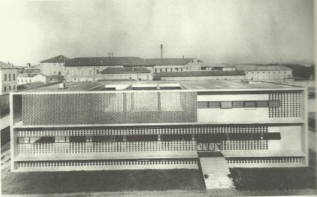 Gardella, Dispensario di Alessandria (facciata principale), 1933-1938, fotografia degli anni Trenta. Milano, archivio