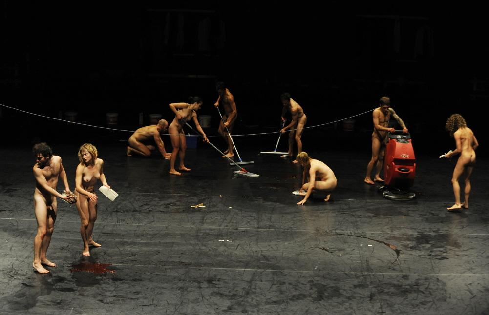 danza contemporanea-Dave-St-Pierre-Photographe-Wolgang-Kirchner-milano-arte-expo-danza