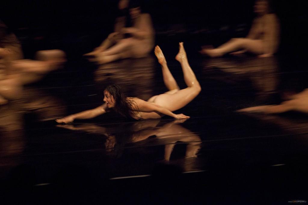 danza contemporanea-Dave-St-Pierre-un-peu-de-tendresse-milano-arte-expo-danza