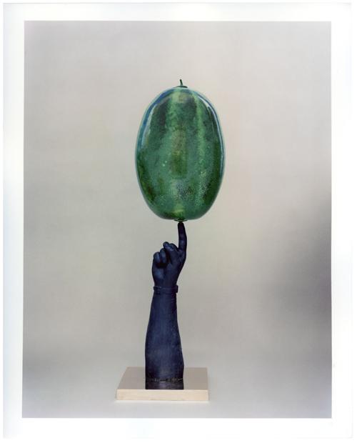 ALDO MONDINO. NOMADE A MILANO, Fondazione Mudima - Aldo Mondino, Jongleur, 2003, bronzo, vetro soffiato di Murano e acciaio, cm 28.5x87.5