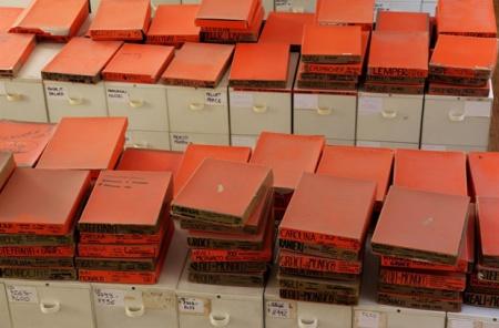 Grazia Neri, le celebri scatole arancio dell'archivio