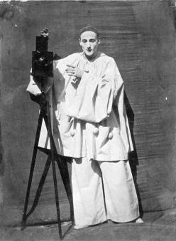 FOTOGRAFIA, rivista d'arte L'uomo nero - Gaspard-Félix Tournachon detto Nadar e Adrien Tournachon, Pierrot fotografo