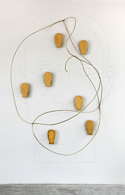Mimmo Paladino, Senza Titolo, matita su muro, foglia d'oro ed ottone, 300 x 208 x 100 cm, 2013