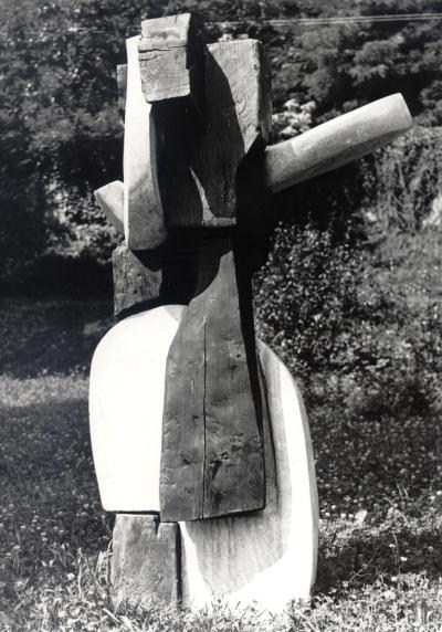 Giancarlo Sangregorio, Grandi equilibri, 1968, Granito del Boden e legno, H cm 210
