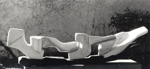 Giancarlo Sangregorio, Sequenza orizzontale, 1993, Marmo di Candoglia e legno di noce, H cm 190x40x20