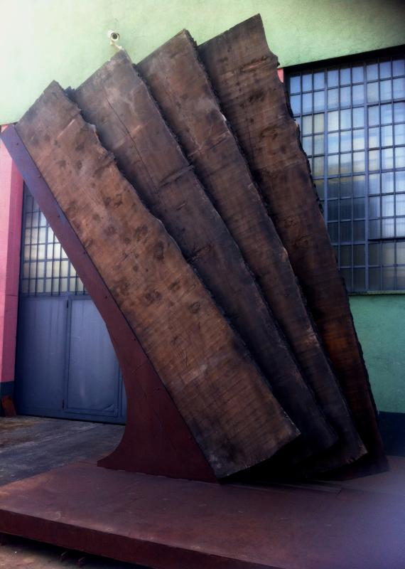 Maria Cristina Carlini, Vento, 2013, inedito, legno di recupero, acciaio corten, cm 430x300x100