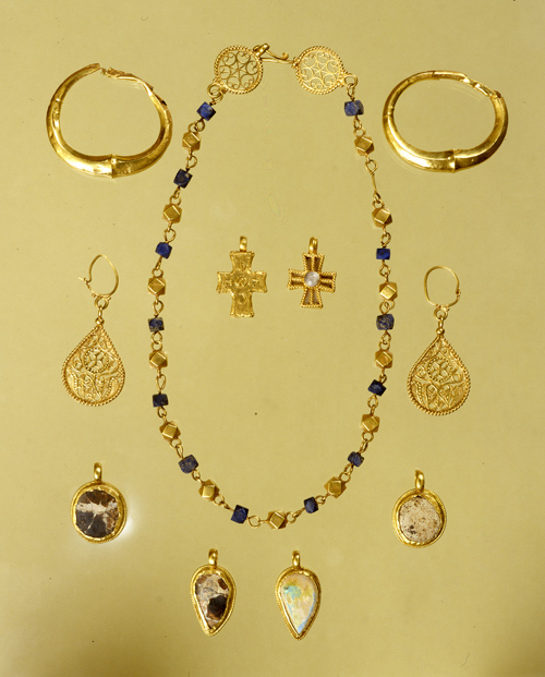 Museo Archeologico MILANO - mostra Da Gerusalemme a Milano - tesoretto composto da alcuni gioielli- cesarea marittima- VI- VII secolo d.c
