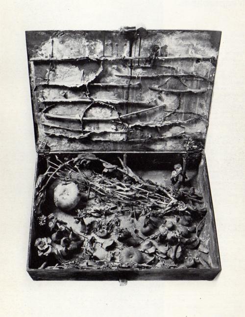 Alik Cavaliere, La scatola di Pandora, bronzo, cm 15x52,5x38, 1964