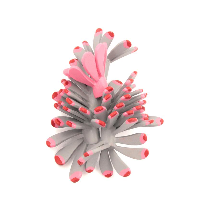 GIOIELLERIA Premio - JIE SUN Happiness_spilla_ legno, acciaio, argento, pittura