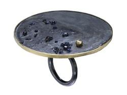 GIOIELLO CONTEMPORANEO - GIGI MARIANI  anello, oro argento niello, vetro