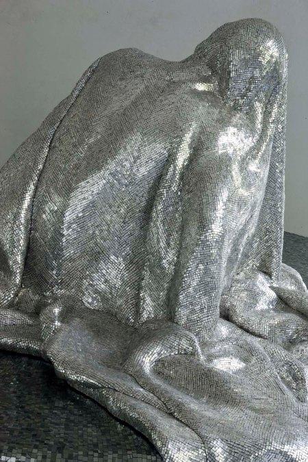 Francesca Fabbri, Il Prigione, mosaico d'oro bianco, h 160 cm. – diam 240 cm., 2009