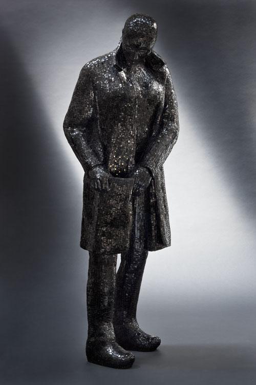 Francesca Fabbri, L'immenso in tasca, mosaico vetroso nero, h 180 cm., 2012