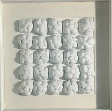 Piero Manzoni mostra Palazzo Reale Milano - Achrome, 1962 circa panini e caolino, 39x39 cm, Courtesy FaMa Gallery, Verona
